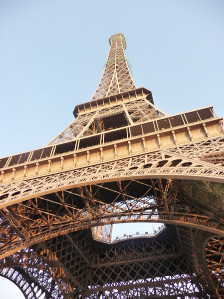 a sí, la torre EIFFEL