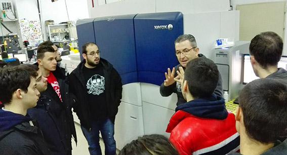 Joaquín truyol, alumnos preimpresión digital, artes gráficas, Salesianos Atocha, actividades semana culturall, Xerox Igen,  Truyol Digital