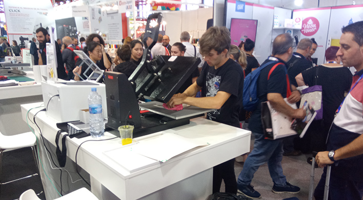 Alumnos preimpresión salesianos atocha colaborando en CPrint 2019